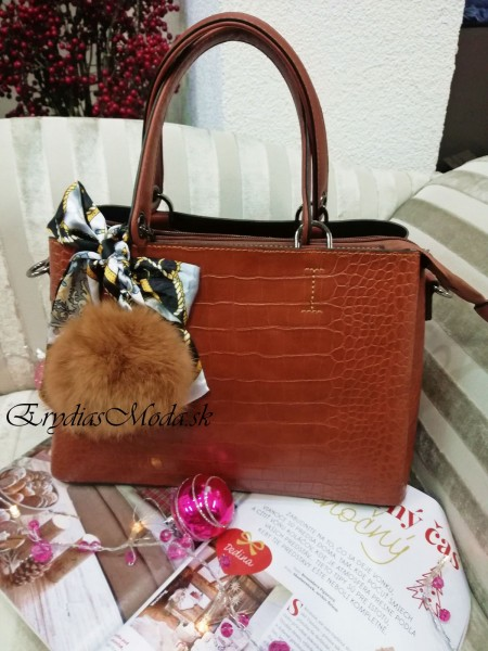 Hnedá kabelka s brmbolcom DQ815